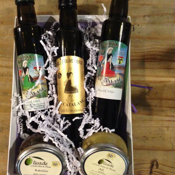 Les Olives en tenues de soirées avec La Catalane Moulin à huiles d'olives